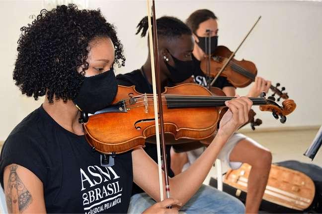 Samuel é um dos destaques em orquestra de jovens no Rio de Janeiro