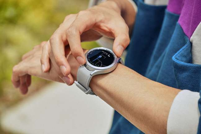 Samsung Galaxy Watch 4 Classic possui coroa giratória como Watch 3
