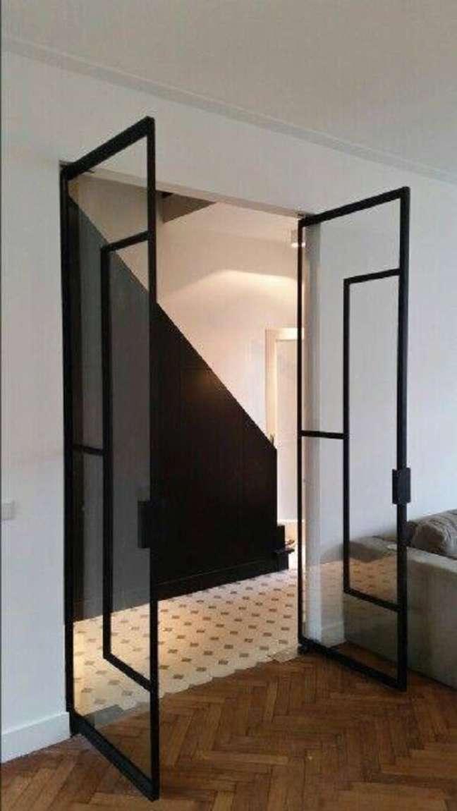 29. Modelo de porta para sala de vidro cria um efeito minimalista. Fonte: Master Prod