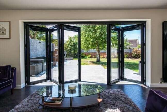13. Porta de vidro para sala com design camarão. Fonte: Gumtree