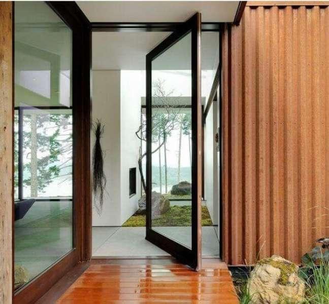 2. Porta de vidro para sala com acabamento em madeira. Fonte: Gary Gladwish Architecture