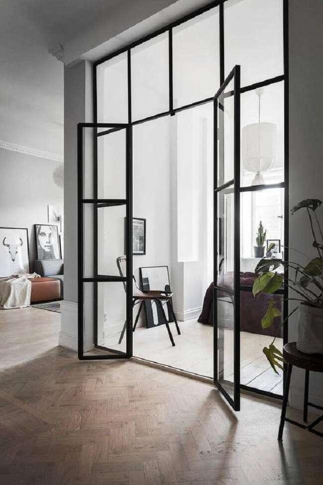 43. Porta de vidro para sala pequena separa ambientes. Fonte: We Heart It