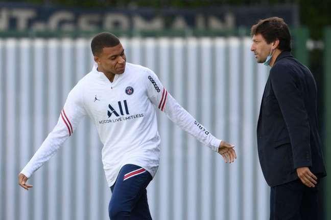 Leonardo tem a intenção de renovar o contrato de Kylian Mbappé no PSG (Foto: FRANCK FIFE / AFP)