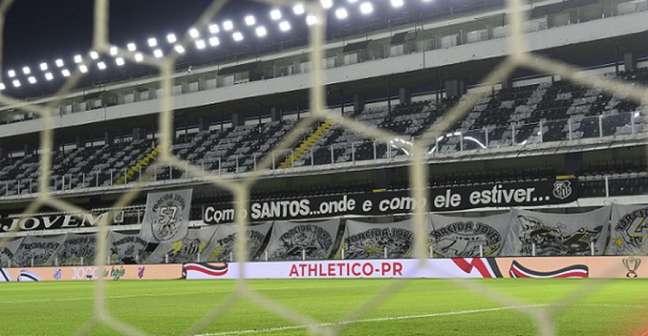 Jogos na Vila estão sendo sem torcida dentro do estádio (Foto: Gustavo Oliveira/athletico.com.br)