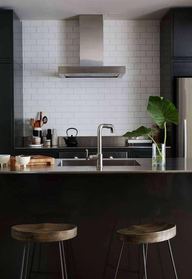 13. Cozinha com bancada na cor prata – Foto Home Fashion Trend