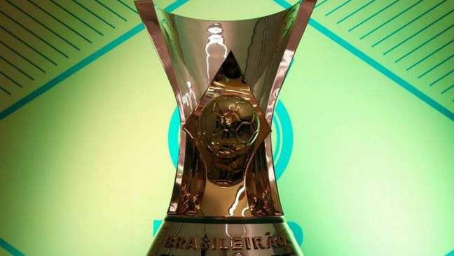 Taça de campeão do Campeonato Brasileiro. Rodada deste fim de semana pode ser cancelada