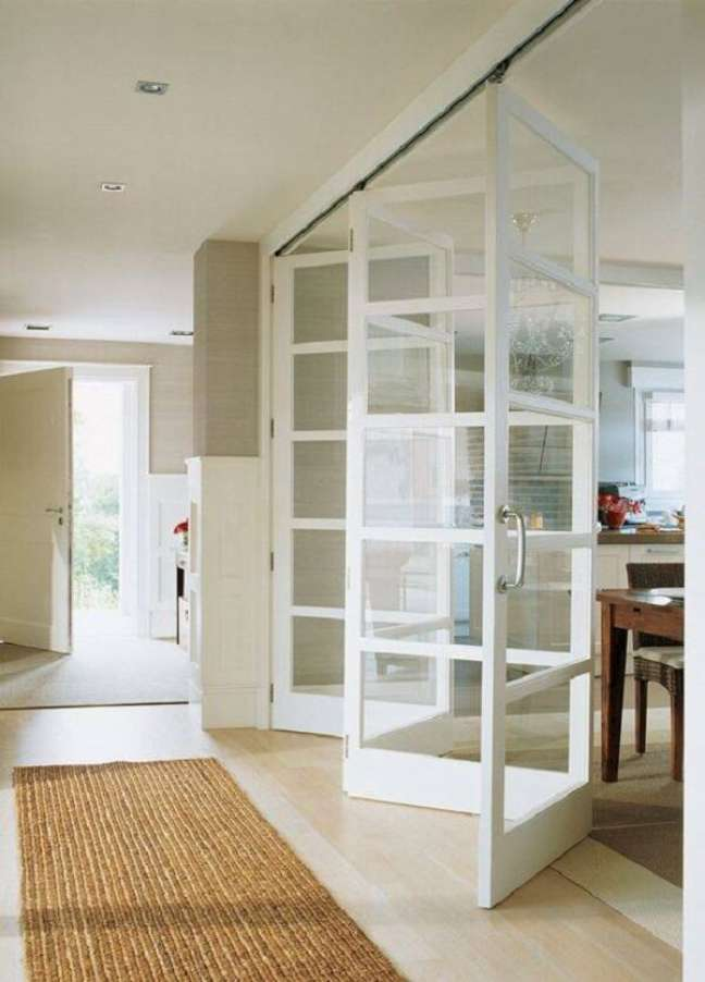 26. Modelo de porta de madeira e vidro para sala dobrável. Fonte: Good Morning Style