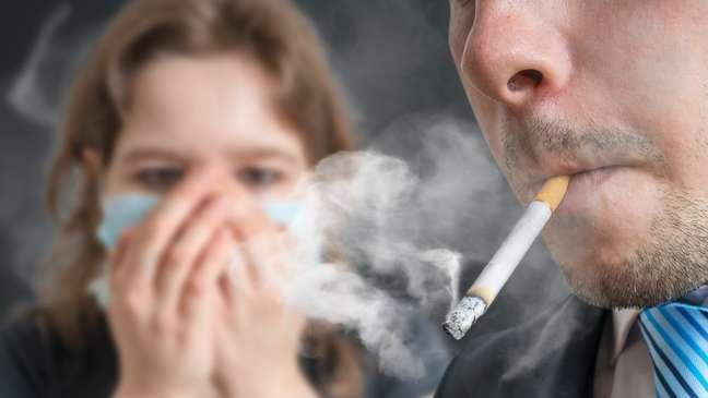Cigarro também compromete a saúde das pessoas ao redor