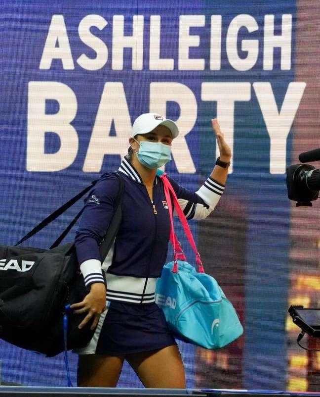Tenista Ash Barty entra em quadra para partida válida pelo Aberto dos EUA em Nova York04/09/2021 Robert Deutsch-USA TODAY Sports