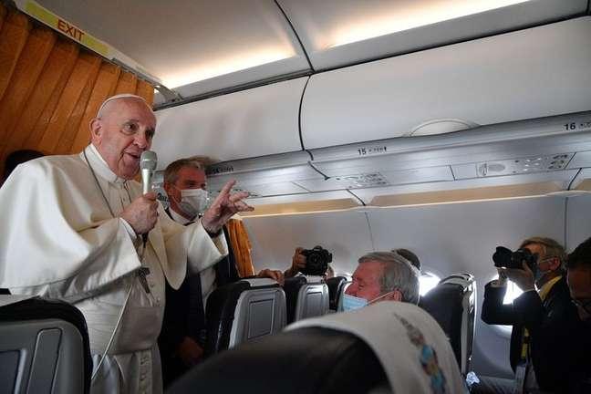 Papa Francisco no avião papal 15/09/2021 Tiziana Fabi/Pool via REUTERS