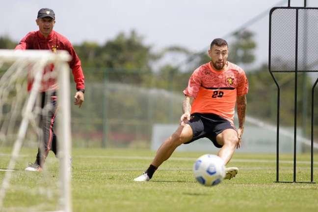 Técnico Gustavo Florentín precisa trabalhar o elenco do Sport (Anderson Stevens/Sport)