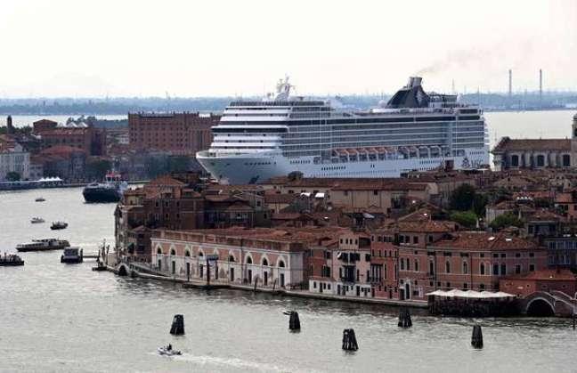 Navios de grande porte não poderão mais passar pelo centro histórico de Veneza