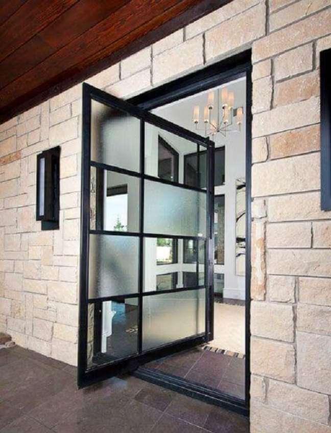 9. Acabamento jateado ou adesivos para porta de vidro sala deixam a decoração ainda mais descontraída. Fonte: PPDS Design + Interiors
