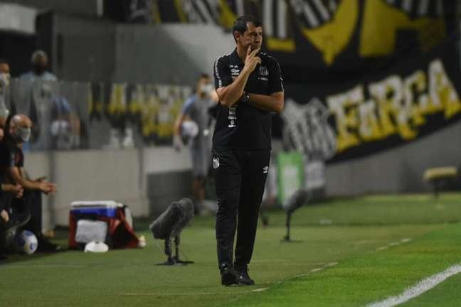 Técnico Fábio Carille ainda não venceu no comando do Santos (Foto: Ivan Storti/Santos FC)