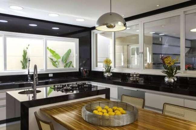 12. Cor prata na cozinha moderna – Foto Aquiles Nicolas Kilaris