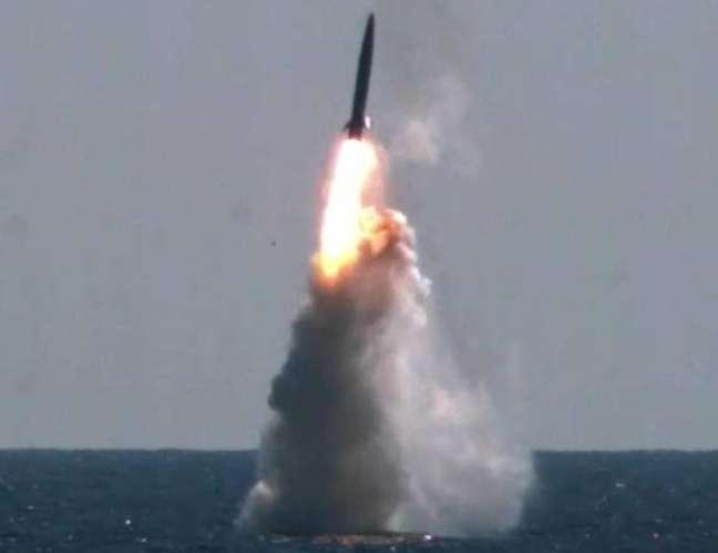 Teste de míssil balístico submarino pela Coreia do Sul