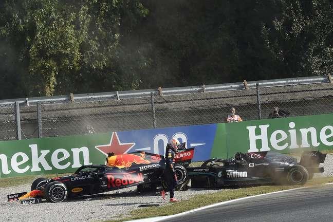 Max Verstappen passou ao lado de Lewis Hamilton após incidente em Monza