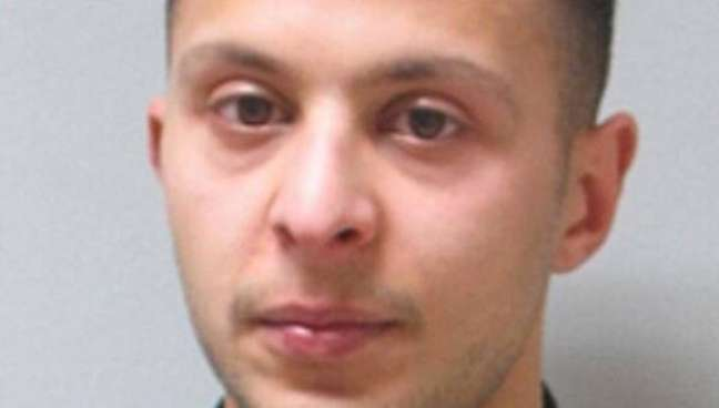 Salah Abdeslam teria de ter explodido o próprio corpo nos atentados de 13 de novembro, mas não o fez e acabou preso