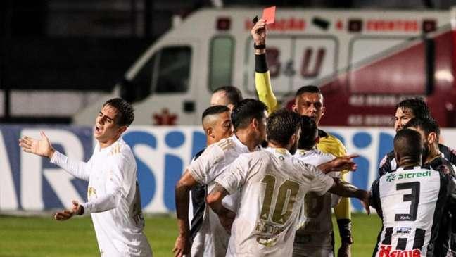 No turno, deu Fantasma, após a Raposa ter empatado o jogo-(Foto: Dido Henrique/W9 Press/LancePress!)