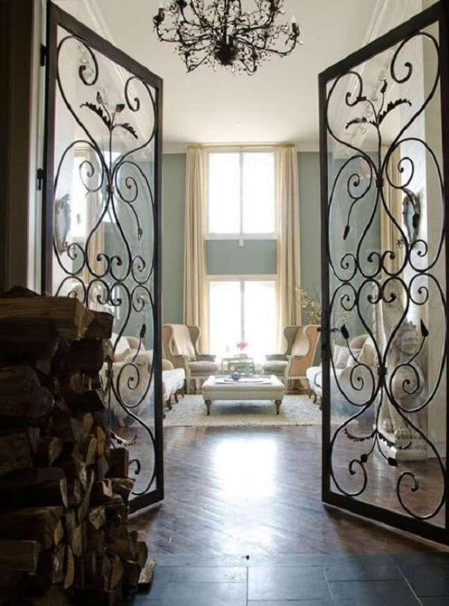 39. Porta de vidro para sala com acabamento de ferro traz sofisticação para o décor. Fonte: The Times New Roman