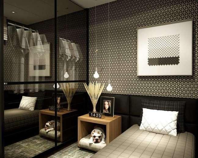 46. Papel de parede para quarto preto moderno decorado com cabeceira almofadada solteiro – Foto: Emilly Princcer