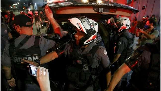PM prende manifestante em ato contra Bolsonaro; críticos temem que agência antiterrorismo sirva para perseguição política