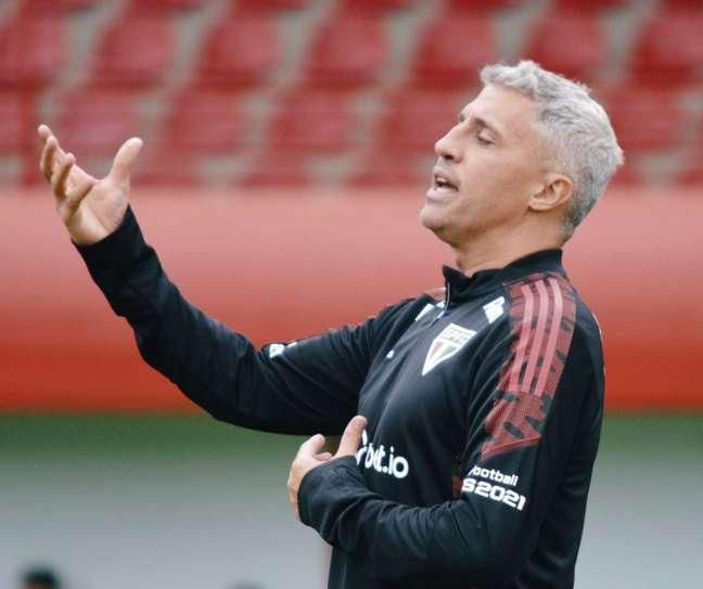 Diretoria do São Paulo afastou qualquer chance da saída de Crespo (Foto: Felllipe Lucena/São Paulo FC)