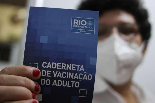 Rio de Janeiro vai exigir comprovante de vacinação para entrada em estabelecimentos