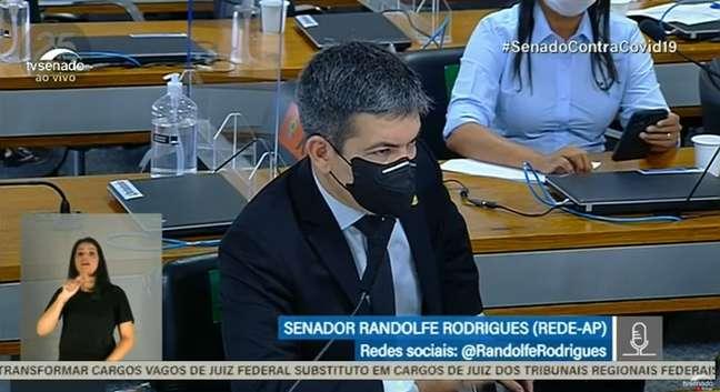 SenadorRandolfeRodrigues surpreende os colegas ao citar música com termos pouco usados nos plenários do Congresso