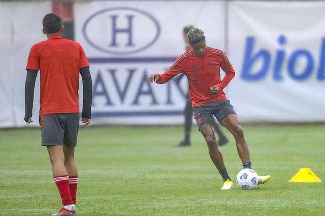 Bruno Henrique em treino do Flamengo nesta quinta-feira (Foto: Marcelo Cortes/Flamengo)