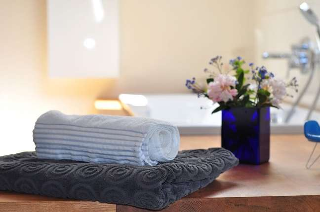 5. Para decorar lavabos e banheiros procure combinar flores que suportam a umidade. Fonte: Creating My Happiness