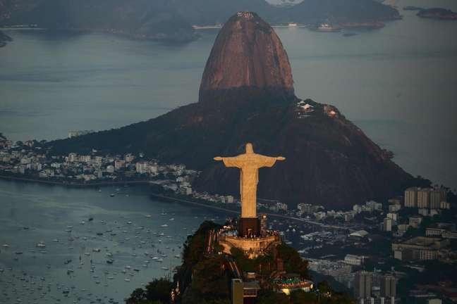 Vista aérea do monumento do Cristo Redentor, na cidade do Rio de Janeiro