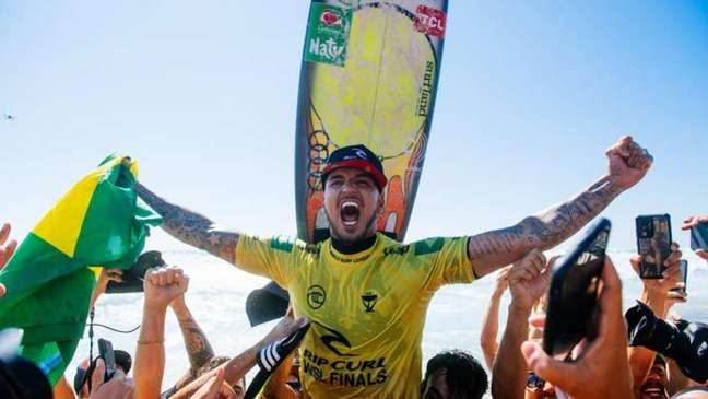 Gabriel Medina comemora o tricampeonato do Circuito Mundial (Foto: Divulgação/WSL)