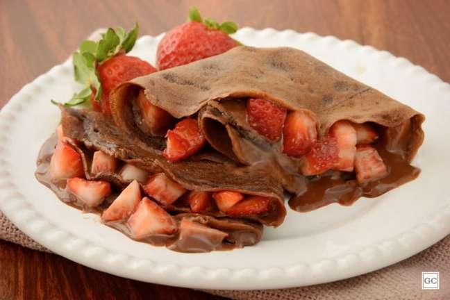 Guia da Cozinha - Panqueca de chocolate com morango