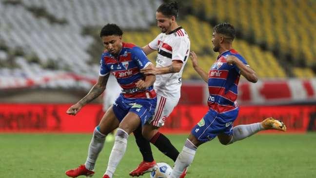 Benítez jogou mal na eliminação contra o Fortaleza (Foto: Rubens Chiri / saopaulofc.net)