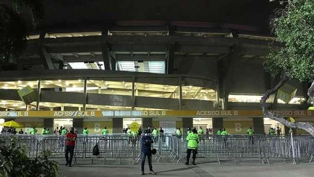 Registro de um dos portões de acesso do Maracanã no jogo entre Flamengo e Grêmio (Foto: Matheus Dantas/LANCE!)