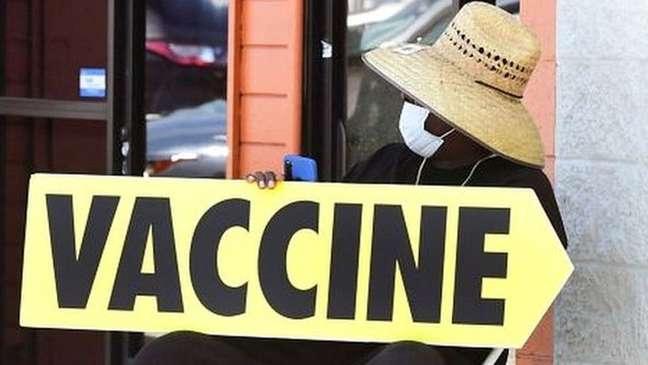 Indicação de posto de vacinação contra covid-19 nos EUA