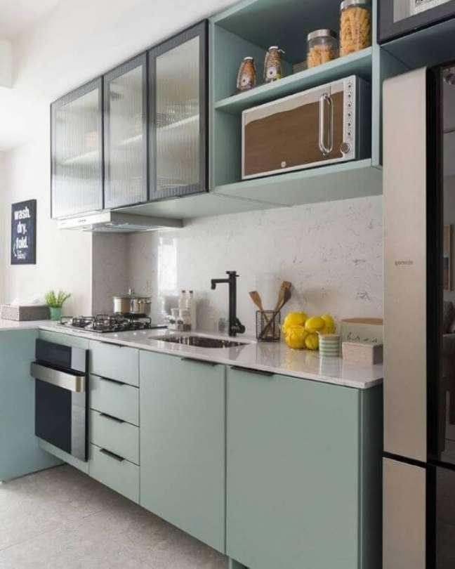 5. Armário de vidro para cozinha verde e moderna – Foto Triplex Arquitetura