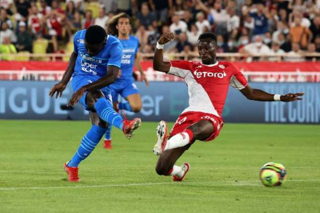 Olympique de Marseille atuando contra Lokomotiv Moscou pela Europa League (Foto: Valery HACHE / AFP)