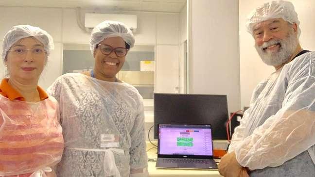 Claudia Gonçalves, Jaqueline Goes e Claudio Sacchi, parte da equipe brasileira que conseguiu sequenciar genoma de coronavírus em aproximadamente 48 horas após confirmação de diagnóstico