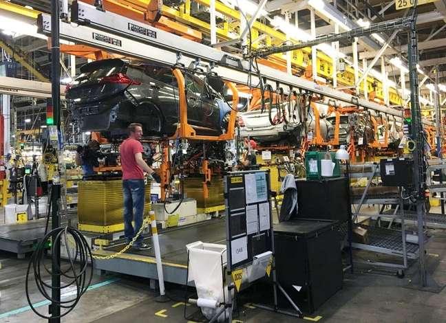 Linha de montagem do Chevy Bolt EV em uma fábrica da General Motors em Orion Township, Michigan, EUA 24/11/2016.   REUTERS/Joe White