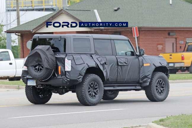 Ford Bronco Raptor disfarçado.