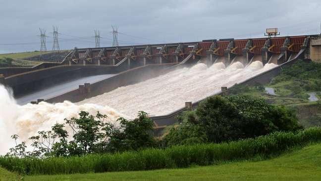 Com redução da produção de hidrelétricas, país necessitou acionar usinas térmicas e até importar energia