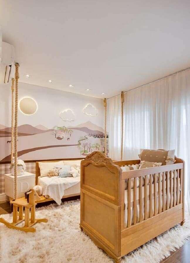 31. Cores claras para quarto de bebê moderno decorado com luminária nuvem e berço de madeira – Foto: Grão de Gente