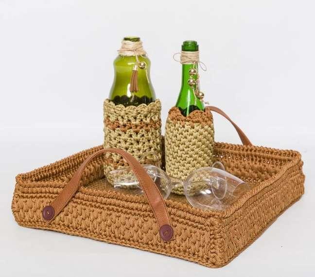 10. Decoração com bandeja artesanal para bebidas – Foto: Circulo