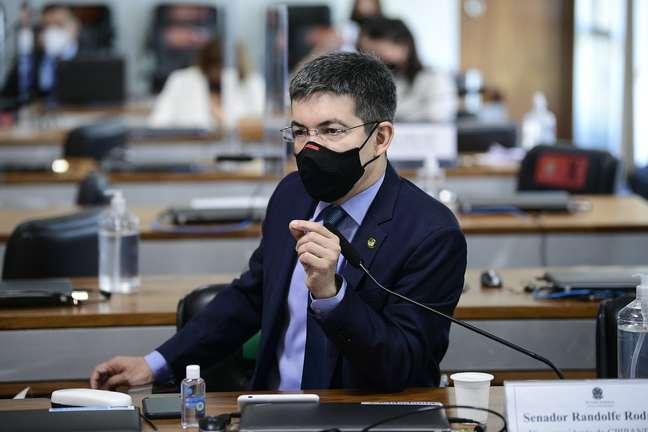 Randolfe Rodrigues em sessão da CPI da Covid nesta quinta-feira