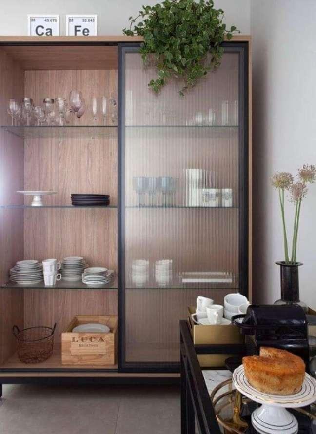17. Armário de vidro canelado para cozinha com café da manhã – Foto Barbara Dundes