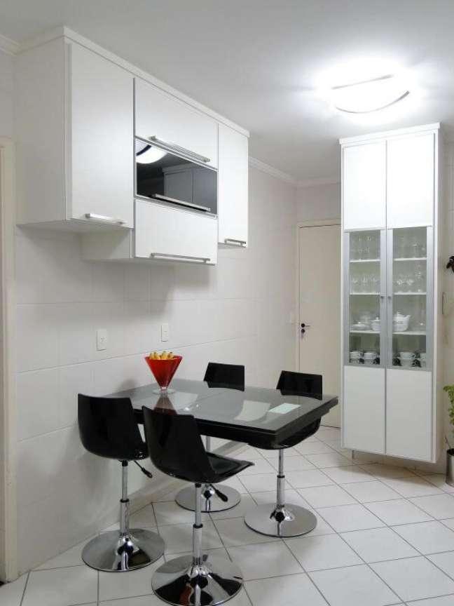 14. Armário de cozinha de vidro pequeno – Foto Giuliano Luchetti