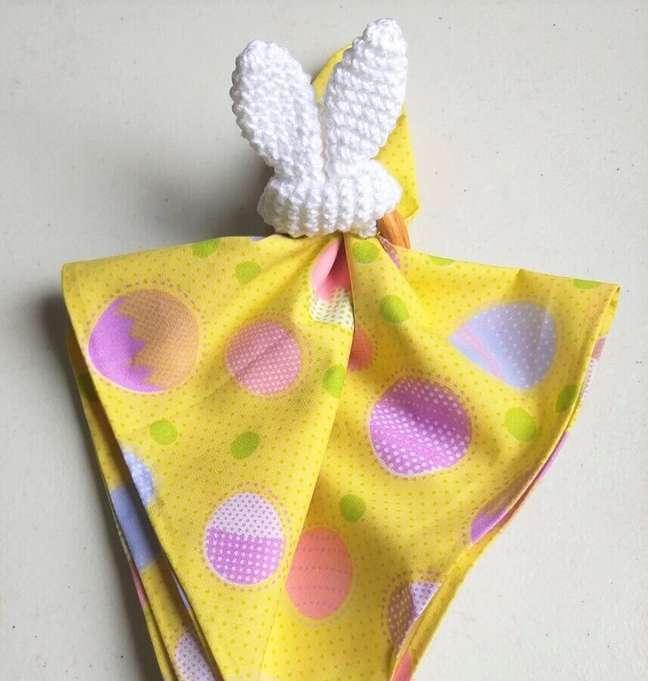 14. Prendedor de guardanapo orelha de coelho para decorar mesa de Páscoa – Foto: Circulo