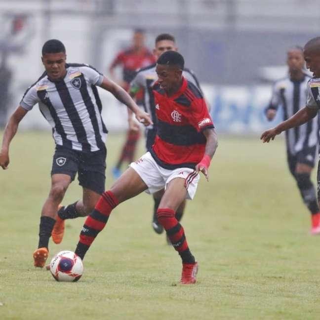 Jogo também foi marcado pela chuva na zona sul do Rio de Janeiro (Foto: Gilvan de Souza/Flamengo)